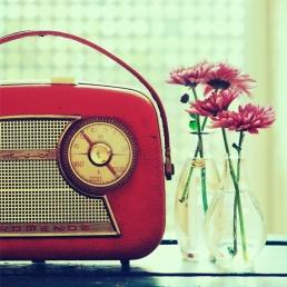 Vintage-Radio-Red2