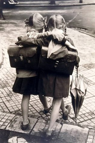 2-girls-with-book-satchels
