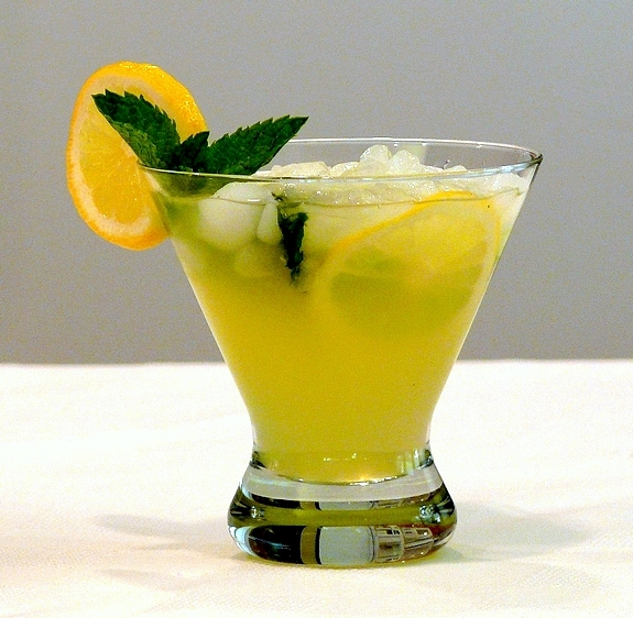 Limoncello-Lemonade-2