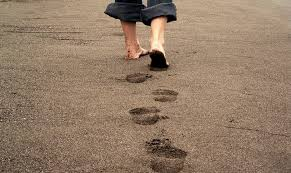 DREAM ABOUT WALKING BAREFOOT - What does it mean? - Evangelist